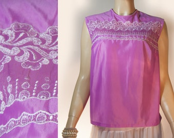 Authentic really pretty 1960's vintage noisy shiny mauve and white embroidery detail back fastening sleeveless nylon blouse - DB150