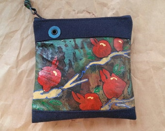 A handmade porte-monnaie with a pomegranate painting.