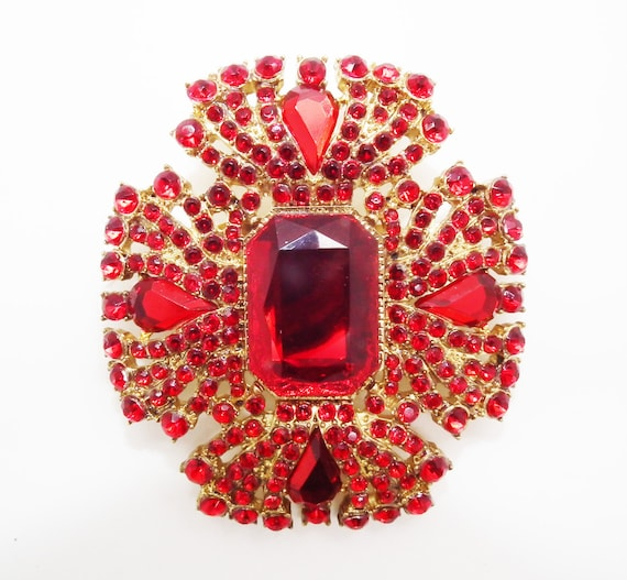 Vintage brooch. Vivid red  rhinestone. Very Large . Stunning on a little black dress. Very Jacky O.
