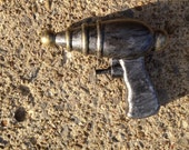 Retro Atomic Ray Gun Water Pistol Prop