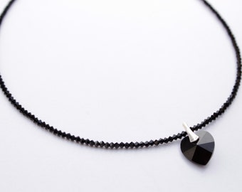 Choker black crystal heart ideal for Valentine's Day.