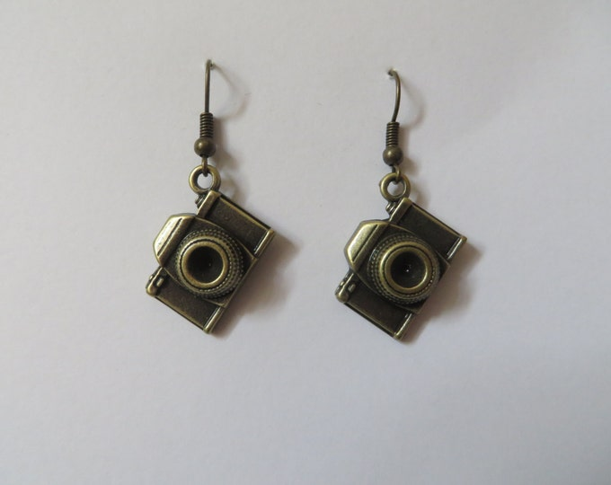 Vintage Camera Earrings - Steampunk Bronze Kitsch Antique Retro Holiday Picture Prom Geek Chic Present Birthday Wedding Bride