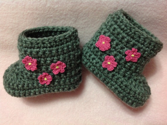 Beautiful gray shoes / boots with pink flowers for baby girl. Size 0-3 months (shoe size 1-2). Great as gifts and photography props too!