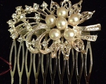 Large wedding hair comb with pearls