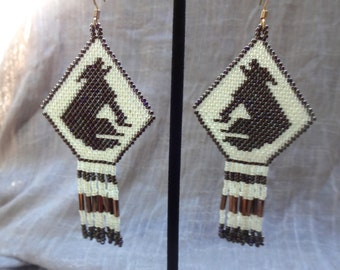 Howling coyote beaded earring, native american style beaded earrings