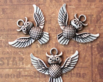 10 Owl Charms Owl Pendants Antiqued Silver Tone 20 x 30 mm