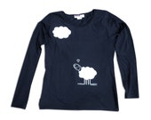 T-shirt printed by hand. Cotton T-shirt with felt. T-shirt with sheep