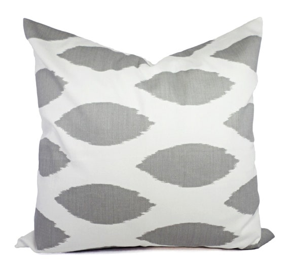 2 decorative throw pillow covers grey and white ikat print. Black Bedroom Furniture Sets. Home Design Ideas