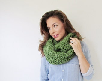 Infinity Scarf Womens Crochet Cowl - the Vine - in Grass