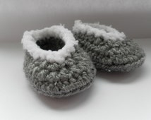 Baby slippers, crochet baby slippers, crochet baby booties, baby shower, baby gift, baby footwear, 'fur' trim baby slippers, baby shoes