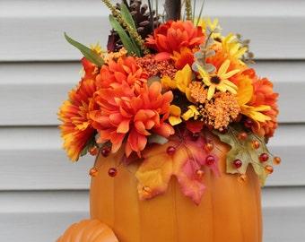 Fall decor. Centerpiece. Thanksgiving decor. Decorative pumpkin. Floral arrangement.