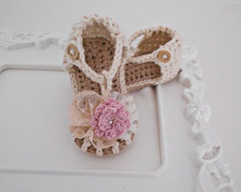 Crochet baby girl sandals - 100% cotton yarn - Vintage lace/knit flower - Wooden button -swarovski elements