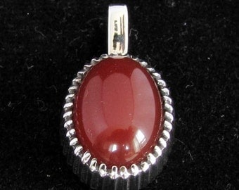 sterling silver gemstone pendant with a orange red oval shaped carnelian marked 925 (GP12)