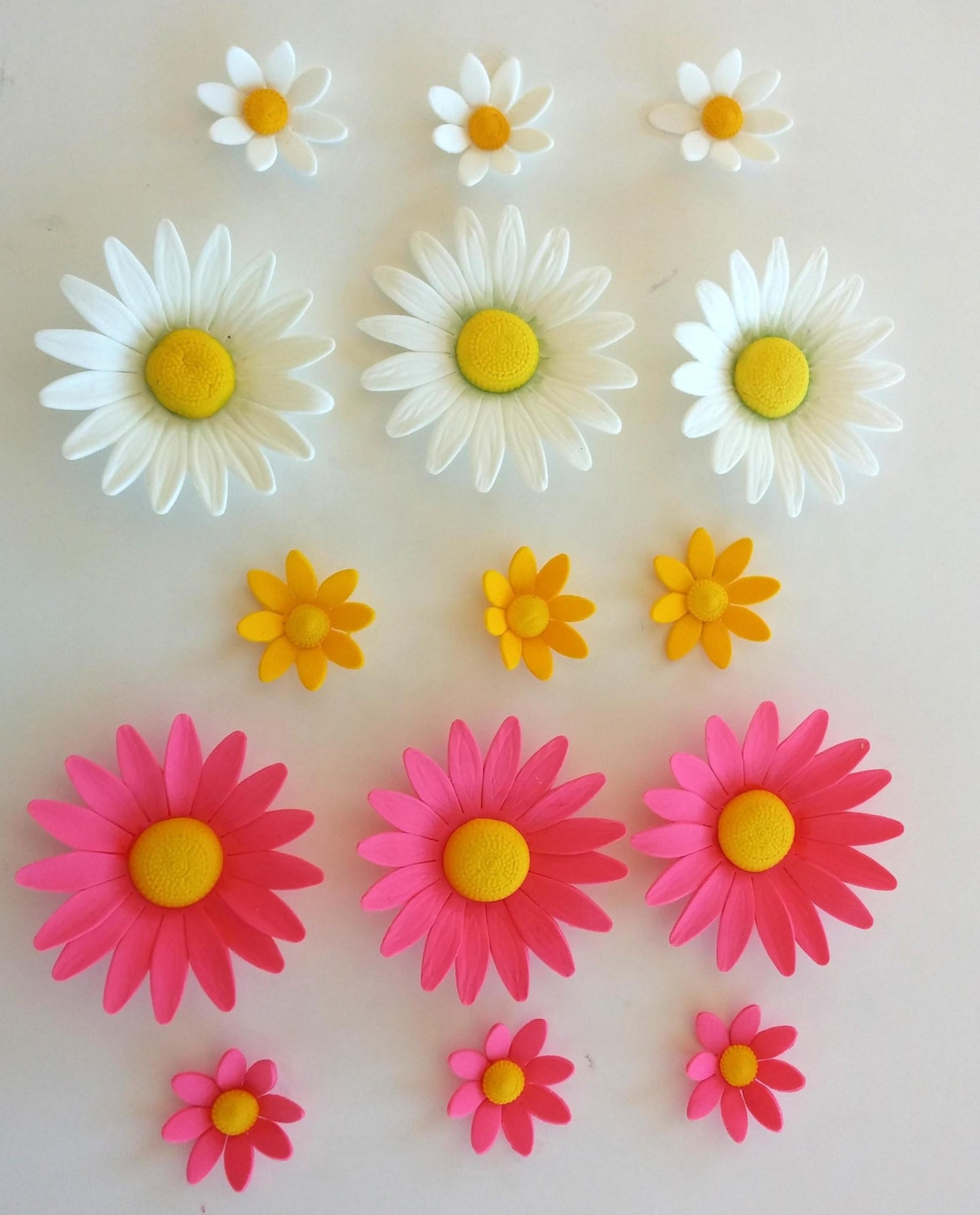 assorted GUM PASTE FLOWERS edible Daisies of assorted sizes