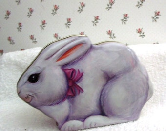 Sale........Sale...........VINTAGE NEW  Tin  Box White/Gray  BUNNY /Store Stock /Cute face / Pink bow/ Feet on bottom/Perfect  Condition