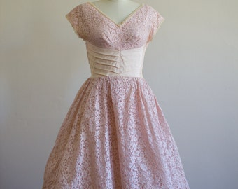 1950's Lace / Pink / Peach Party Dress / Size M