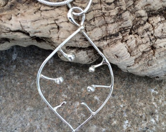 "Gorgeous ""Honesty"" Solid Silver Pendant"