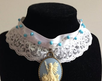 Lace necklace with cameo