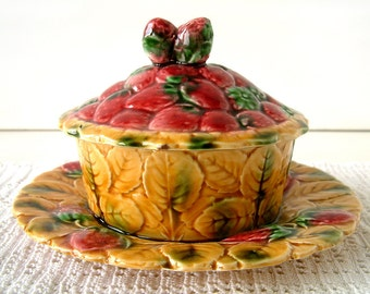 French vintage majolica jam dish with cover made by Sarreguemines. French country. shabby chic