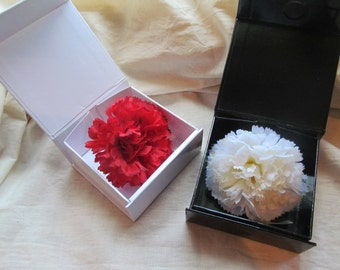 Classic Carnation lapel pin