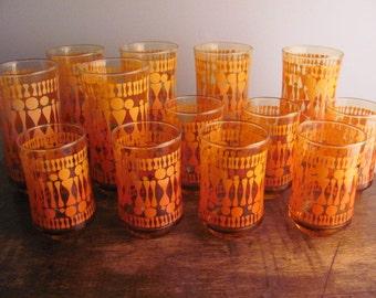 AWESOME Set of vintage orange glasses, 13 glasses total