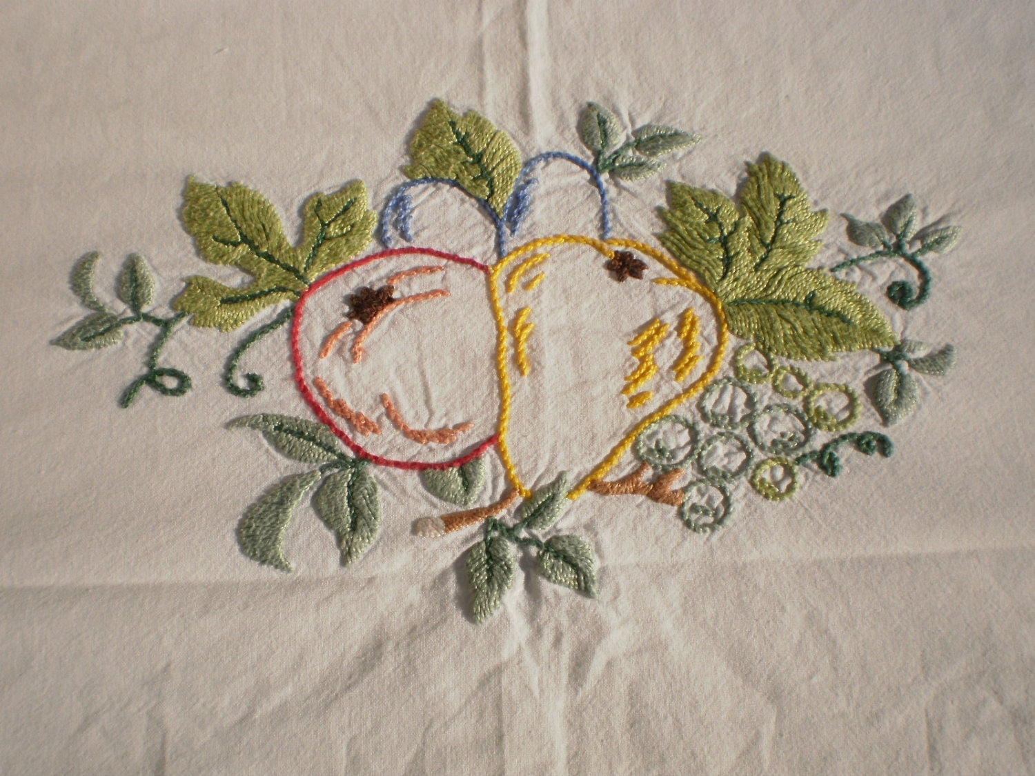 Table cover embroidery designs -  Zoom