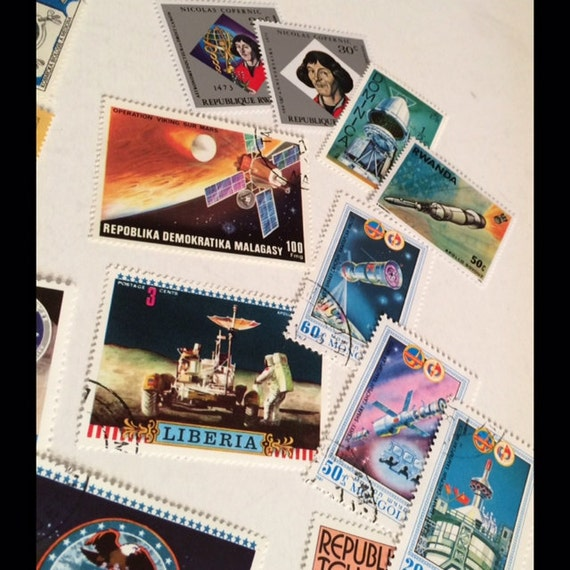 OUTER SPACE 1982 Stamp Album & 24 Postage Stamps Europe