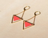 Retro geometric pendant earrings. Poppy red formica and 24k gold chain. Handmade jewelry from Paris / France. Vintage style.