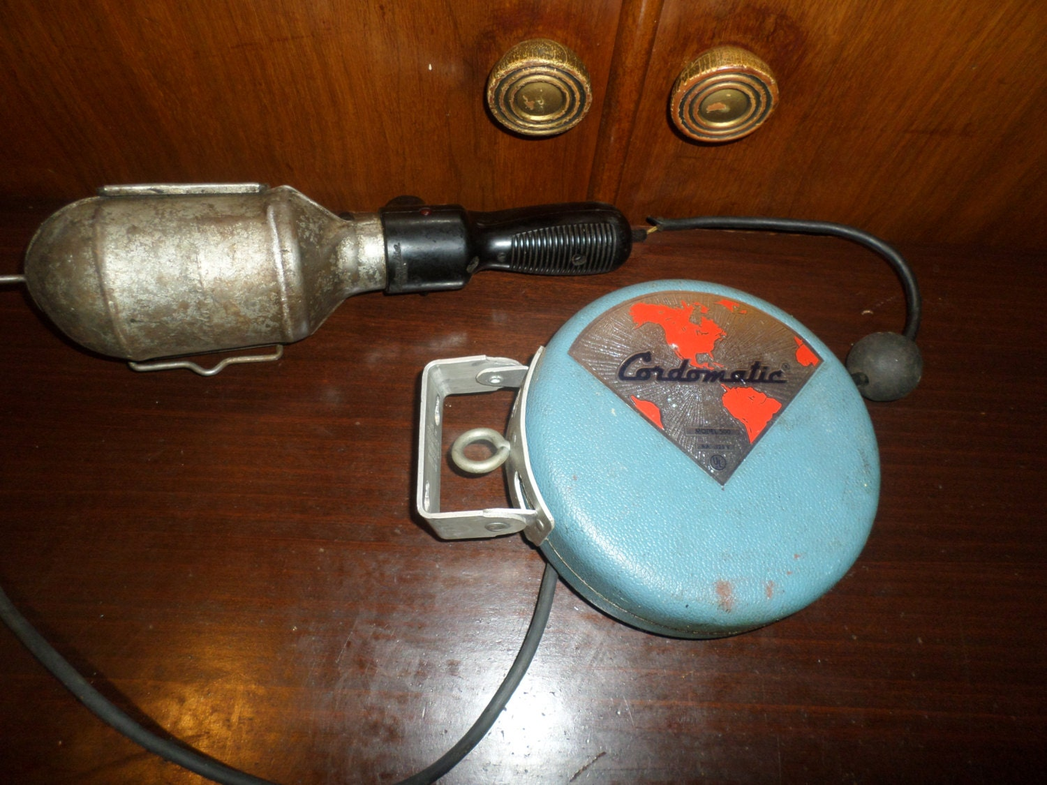 Vintage Cordomatic Model 500 Retractable Cord Light Garage