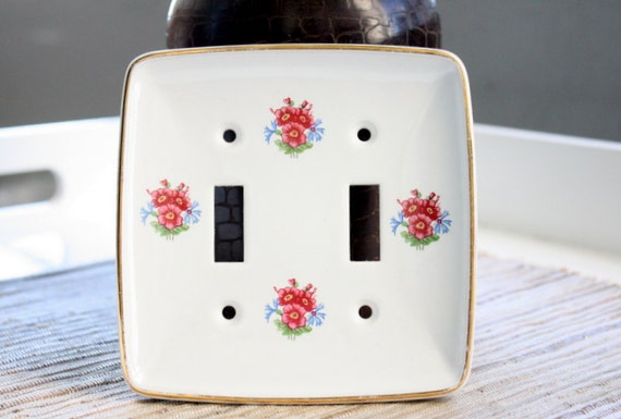 two vintage porcelain switch plates from yale towne mfg co. Black Bedroom Furniture Sets. Home Design Ideas