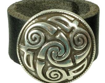 "Lederring ""LINDESFARNE SPIRALE"", Leder, leather, Ring, Schwarz, black, ring, leather ring, Niete, rivet, rund, round, Silber, silver"