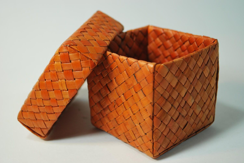 small lidded vintage orange woven square basket with lid. Black Bedroom Furniture Sets. Home Design Ideas