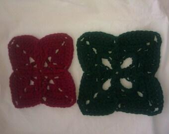 Set of 2 Christmas doilies / coasters / trivets
