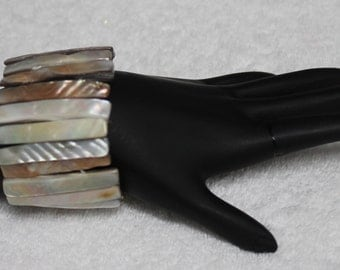 One Piece  Natural Mother of Pearl Stretchy Bracelet BR21