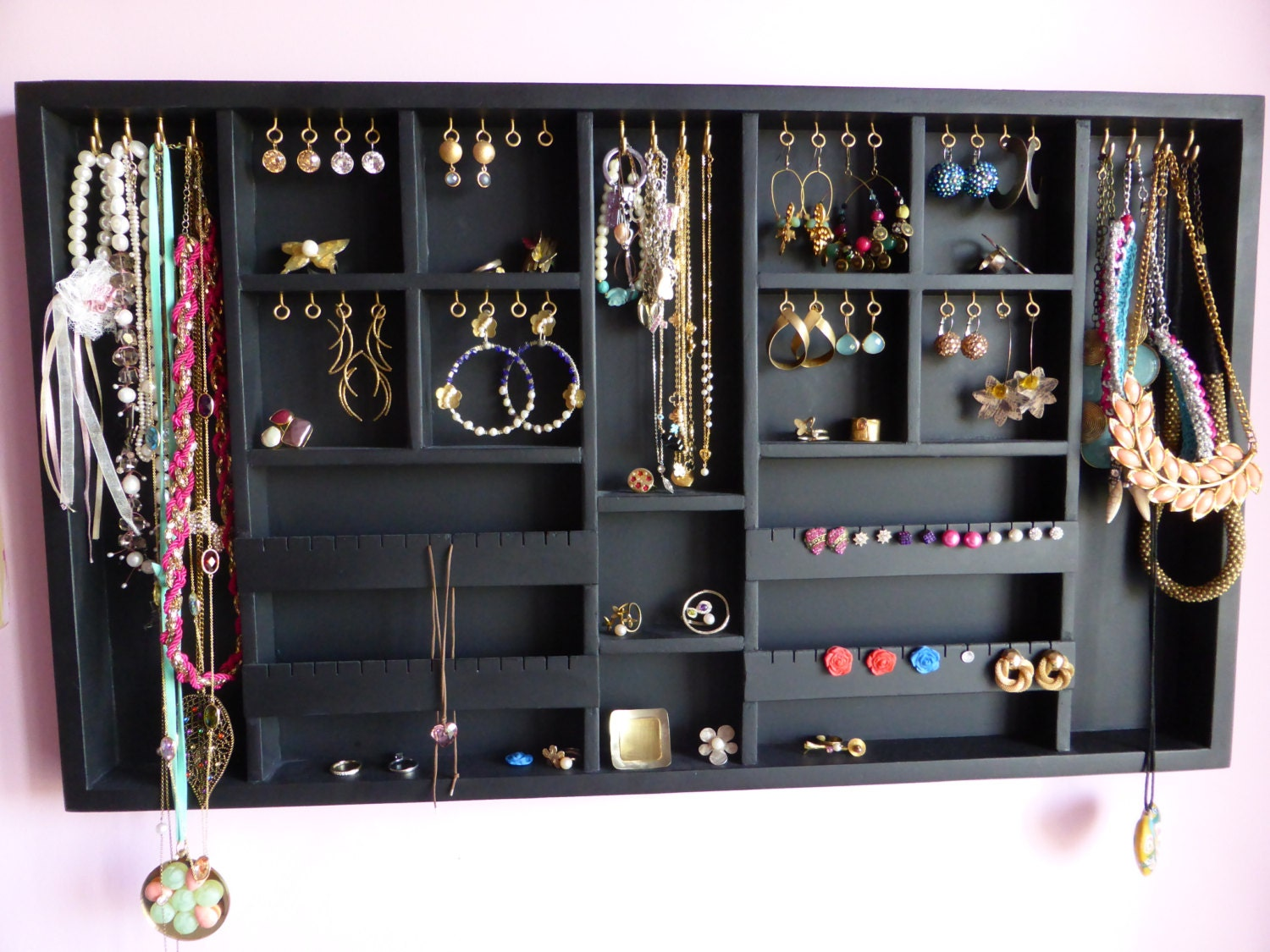 Black jewelry organizer display large gold silver for Jewelry displays