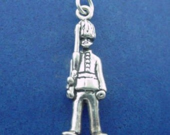Buckingham PALACE GUARD Charm, London England, Britain, BEEFEATER .925 Sterling Silver Charm
