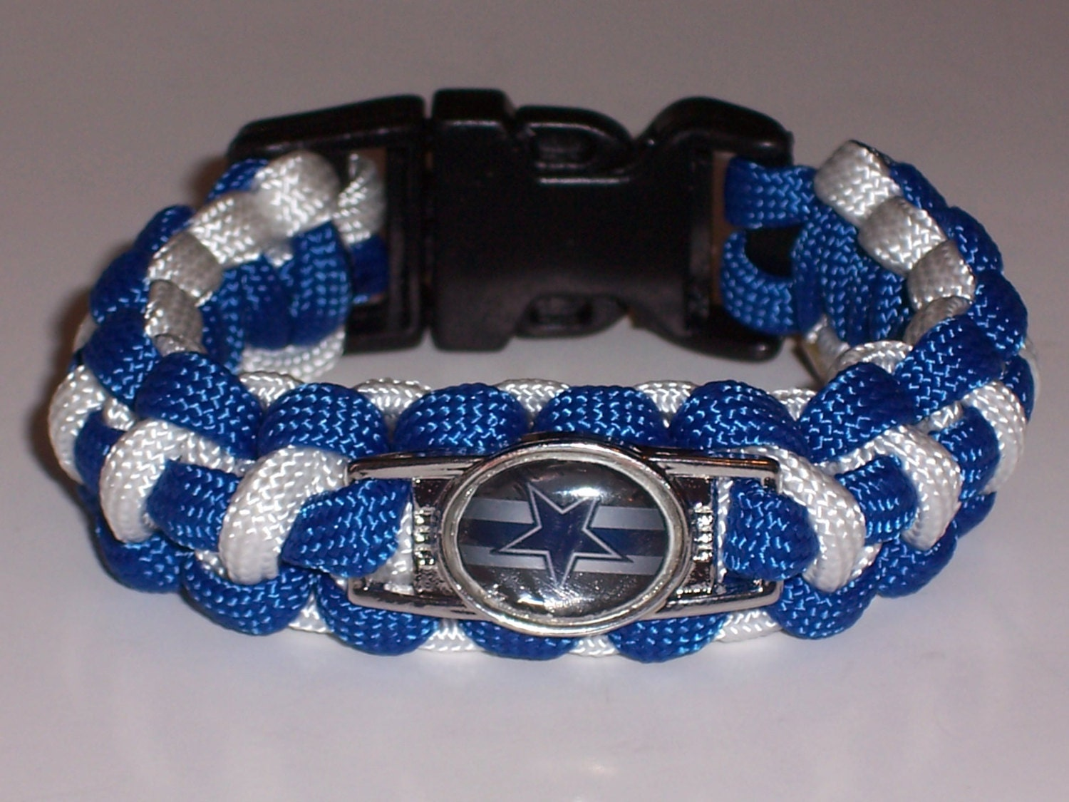 dallas cowboys paracord bracelet custom made by yourjewelryhut. Black Bedroom Furniture Sets. Home Design Ideas