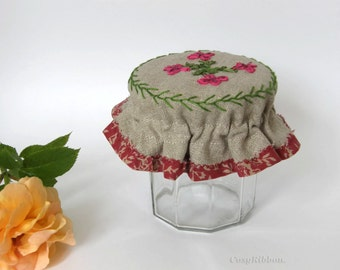Linen Jam Jar Cover in a cosy and chic design.