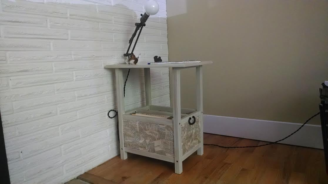 Side Table With Built-in Adjustable Lamp