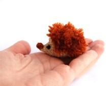 tiny hedgehog, miniature hedgehog, rust pined hedgehog, little amigurumi hedgehog, crocheted hedgehog, little stuffed animal, beige rust,