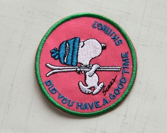 7 cm, Snoopy Skiing Iron On Patch (P-131)