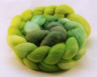Corriedale Combed Top -4.1 oz - SPRING GREEN Gradient  - Wool Roving - Chartreuse Lime - Spinning fiber - Lot # HFAF-140002