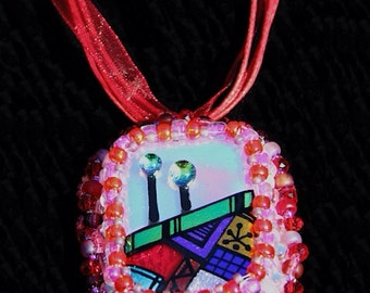 Red and green road pendant