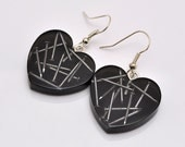 Black resin earrings with nails - hearts - PikLus
