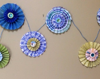 CLEARANCE!  8 ft. Paper Medallion/rosette garland.  Perfect for parties.