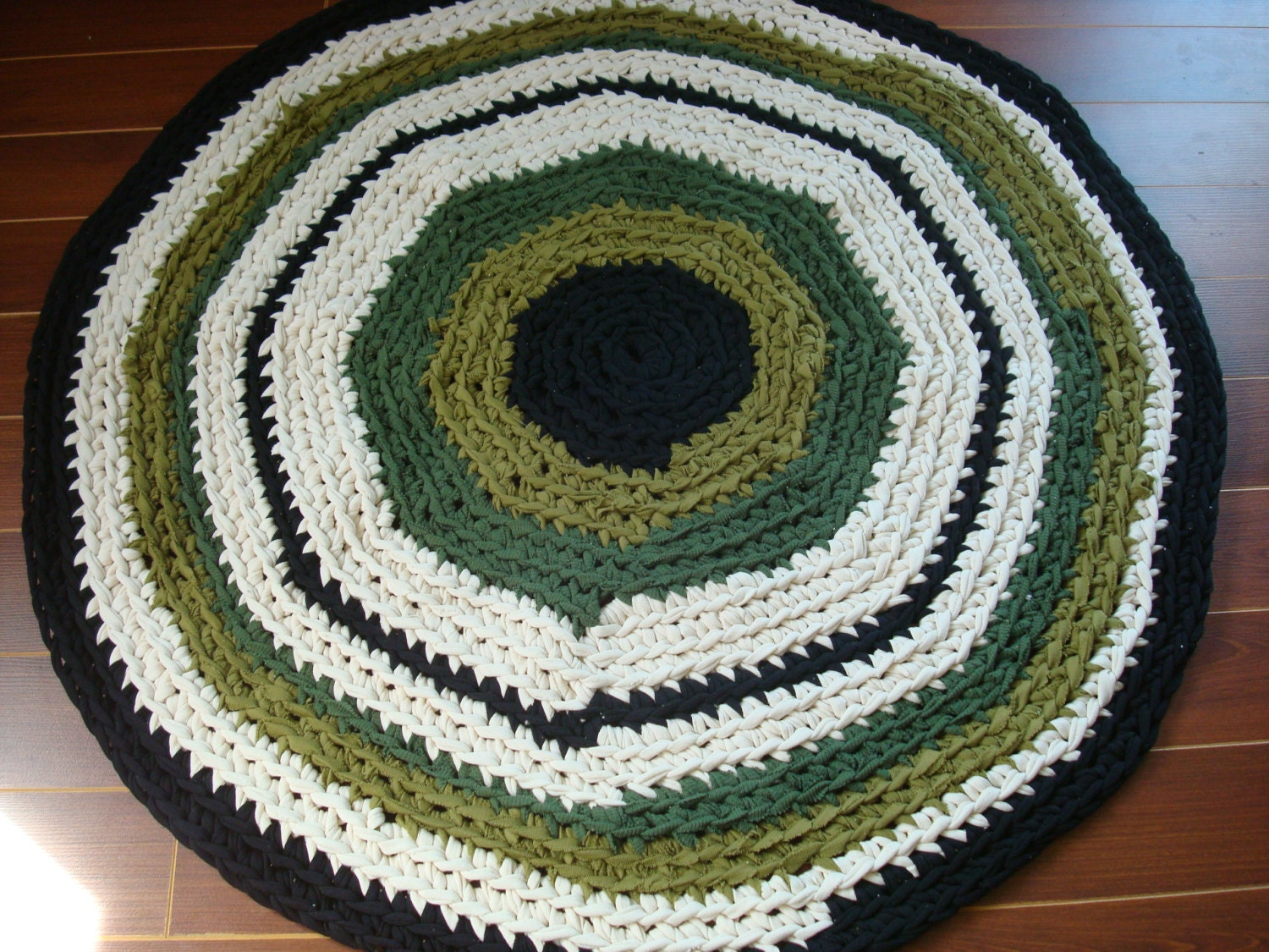 Up-cycled T Shirt Round Area Rug Crochet by StixandStitches