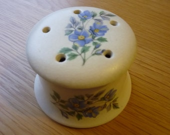 Vintage Pot Pourri Jar,  Lidded Pomander / Room Scenter, Axe Vale Pottery Devon.