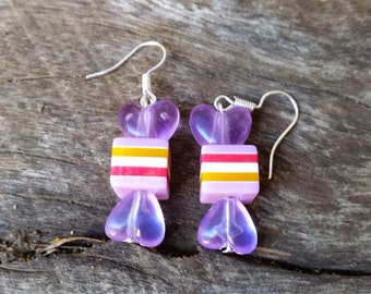 Acrylic bead lilac striped wrapped candy lolly look-a-like earrings on surgical steel hooks