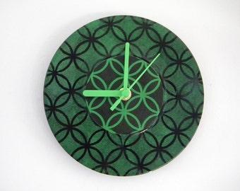 Hand Painted Vinyl Record Clock: Interlocking Circles (Green)