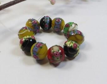 10 Multicoloured Flower Detail Round 14 mm Lampwork Glass Beads - DESTASH